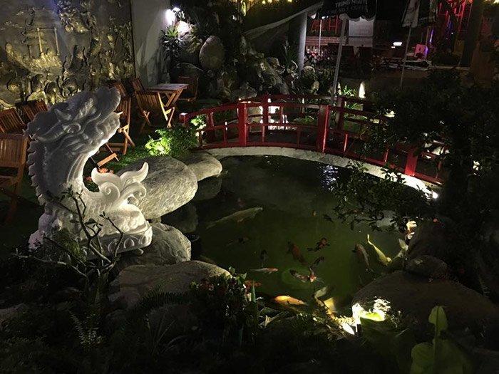Koi-Garden Coffee lãng mạn về đêm